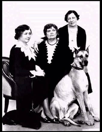 This picture shows Helen Keller, Anne Sullivan Macy, and Polly Thomson, with dogs Darky and Helga, circa 1931.